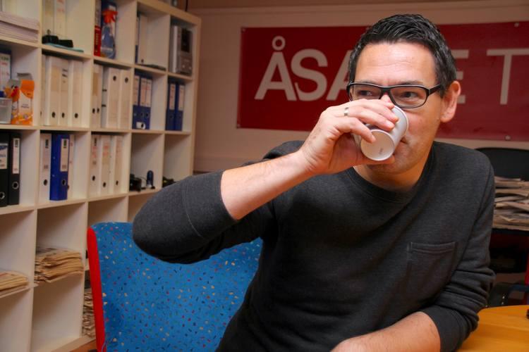 BEDRE MED VANN: – Det er bedre å drikke vann enn julebrusen til Norgesgruppen, slår Thomas Gangstøe fast.