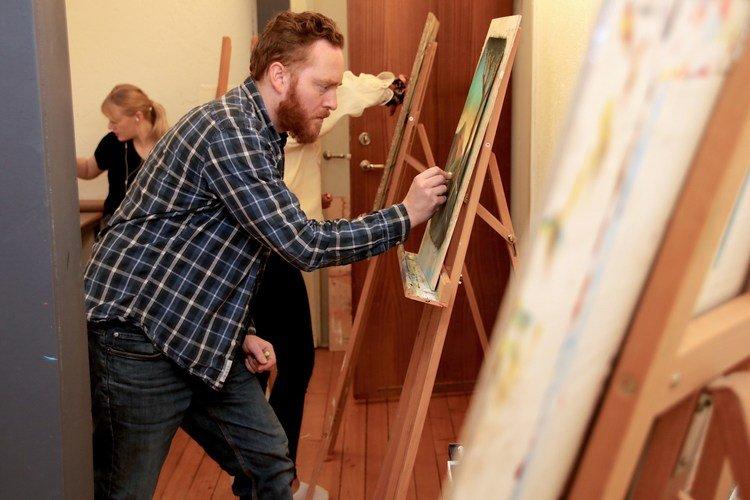 EN DRØM: – Drømmen er å bli lærer i kunst og håndverk, da jeg mener det er mye mer læring i praktiske fag, sier Tonny Øygard.