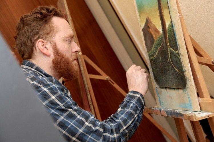 MYE ARBEID: – Det kan bli en bratt læringskurve, sier Øygard, som presiserer at et årsstudium i kunst og håndverk ikke er et såkalt «hvile-år».