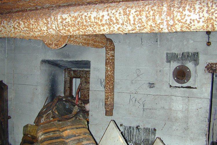 RUST: Ingenting har blitt gjort siden bunkeren ble flittig brukt under krigen. (Foto: Paul Sedal)