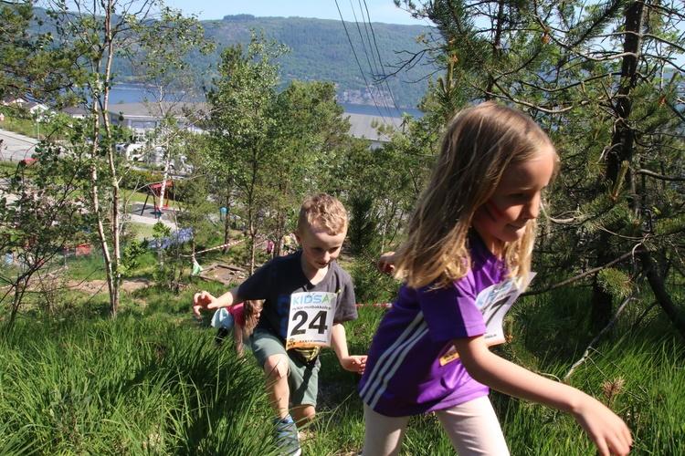 ALLE VRA MED: Hele barnehagen stilte da Kidsa Hylkje arrangerte motbakkeløp for andre gang.