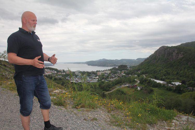 EIER: Jørgen Toppe Aarlie er en av tre grunneiere og er positiv til forlengelse av turveien.