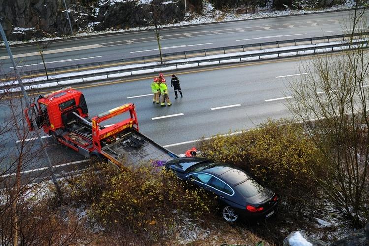 STORE RESSURSER PÅ STEDET: Mannen i 60-årene var heldig og ikke ble alvorlig skadet. (Foto: Sandor Dahl)