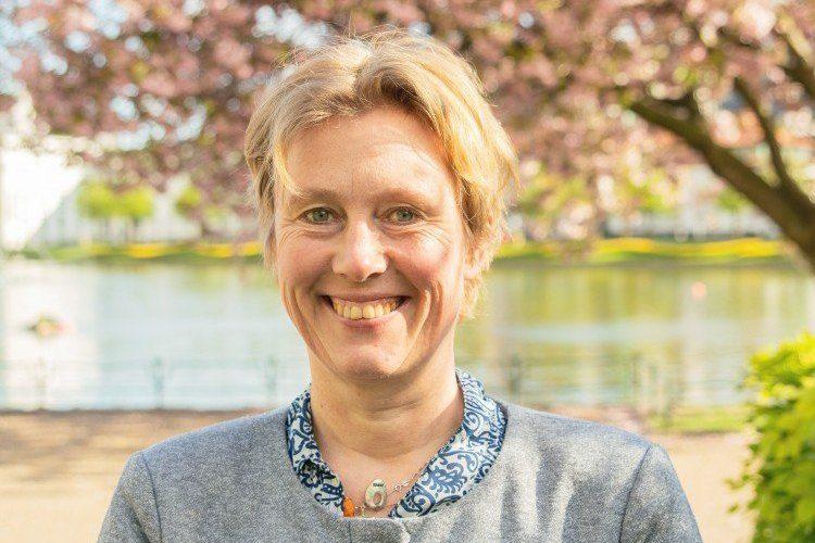 STØTTER LØSNINGEN: Grete Line Simonsen, bystyret og byutviklingsutvalget for Venstre. (Foto: Venstre)