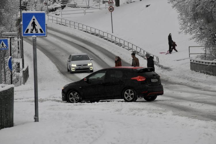Kjør forsiktig er oppfordringen fra politiet og Vegtrafikksentralen til bilistene. (Foto: Sandor Dahl)