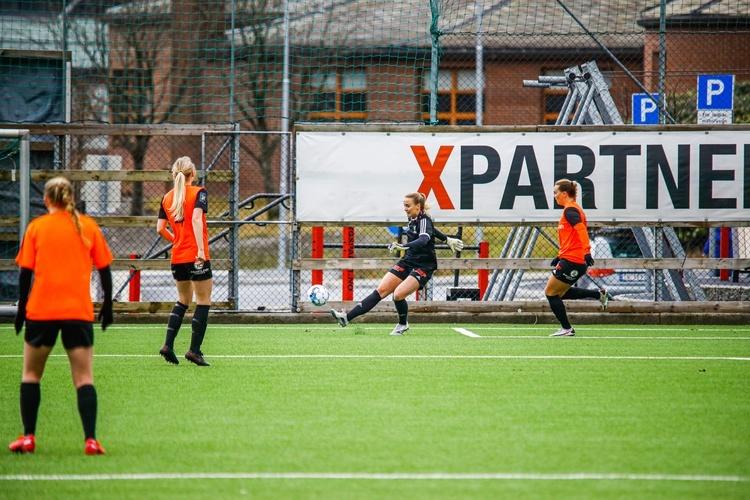 Trives: Ingvild Villa trives i Åsane og synes derfor det var en enkel avgjørelse å bli. (Foto: NicholasNoreng/Åsane Fotball Damer)