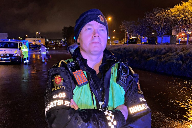 LEDER: Politiets innsatsleder Ole Marius Røttingen på stedet. (Foto: Sandor Dahl)