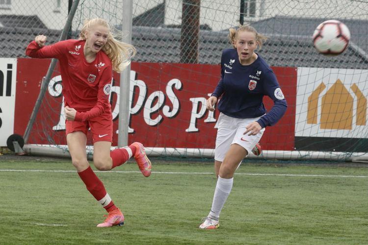 GOD: Åsane-spillerne og Anneli Kvamme imponerte kretstreneren. (Foto: Jan Ove Årsæther)